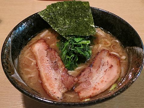 麺屋 優創 豚骨醤油ラーメン