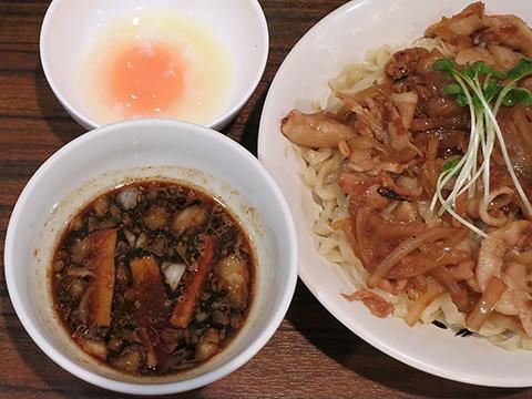 魁 肉盛りつけ麺 六代目 けいすけ 肉盛りつけ麺+温泉玉子