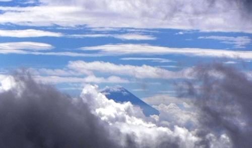 下に富士山?