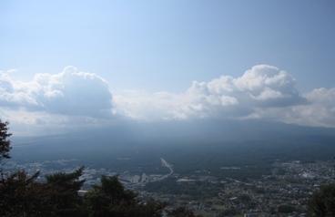 富士山見えず