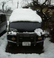 雪まみれのデリカ