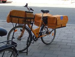 郵便局の自転車