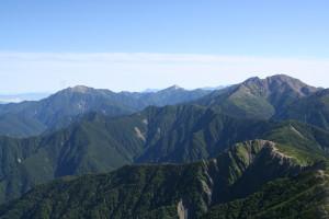 山頂から、仙丈、甲斐駒、北岳、間ノ岳
