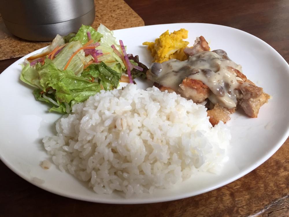青山山荘 / チキンソテー キノコソース