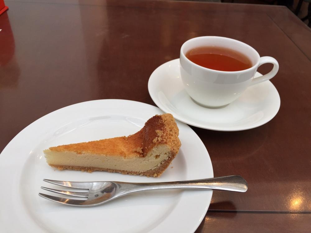 カフェ ふらんぼう / ベイクド・チーズケーキ&フレーバーティー「スイートアップル」