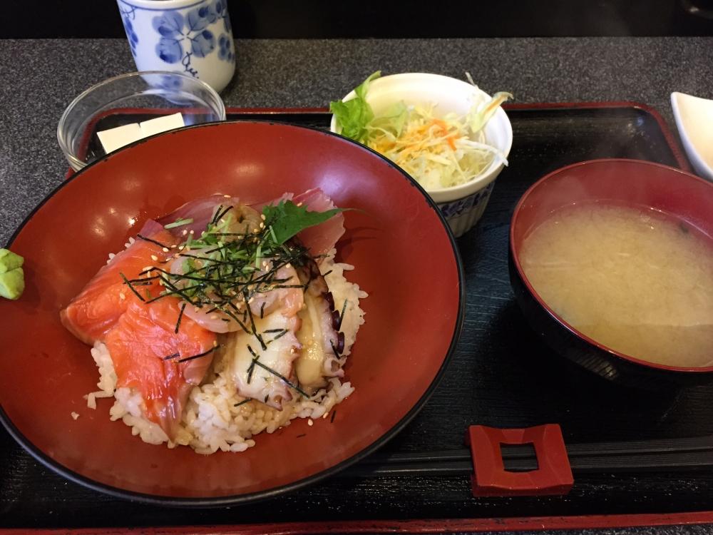和風厨房 田くま / ハマチ・サーモン・柳たこ・小えびのづけ丼
