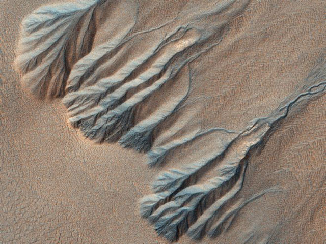 the_most_magnificent_pictures_of_mars_taken_by_nasas_orbiter_640_06.jpg