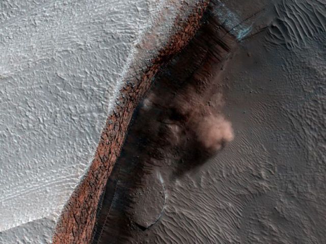 the_most_magnificent_pictures_of_mars_taken_by_nasas_orbiter_640_03.jpg