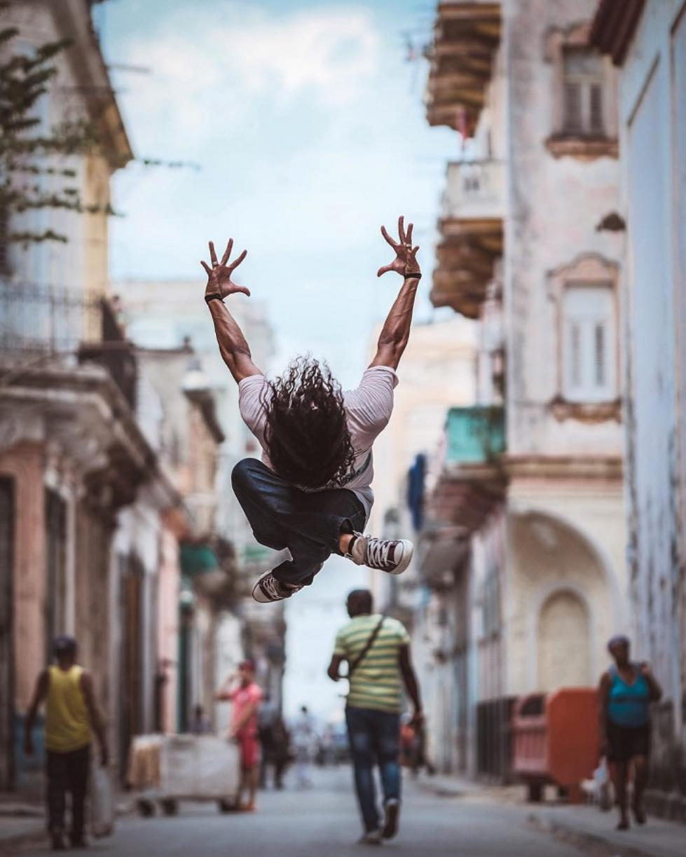 Ballet-Dancers-on-the-Candid-Streets-of-Cuba-16.jpg