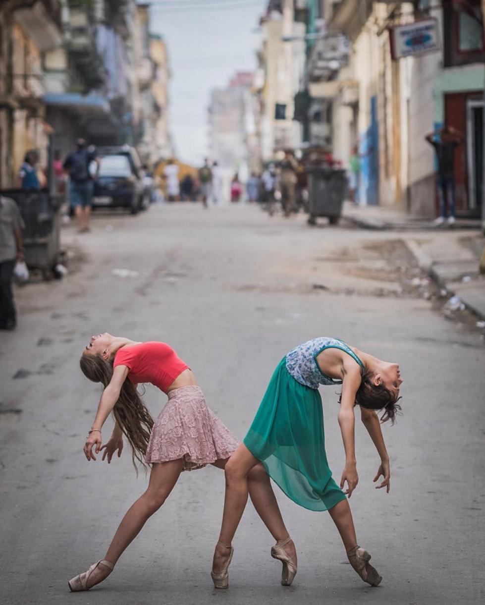 Ballet-Dancers-on-the-Candid-Streets-of-Cuba-13.jpg