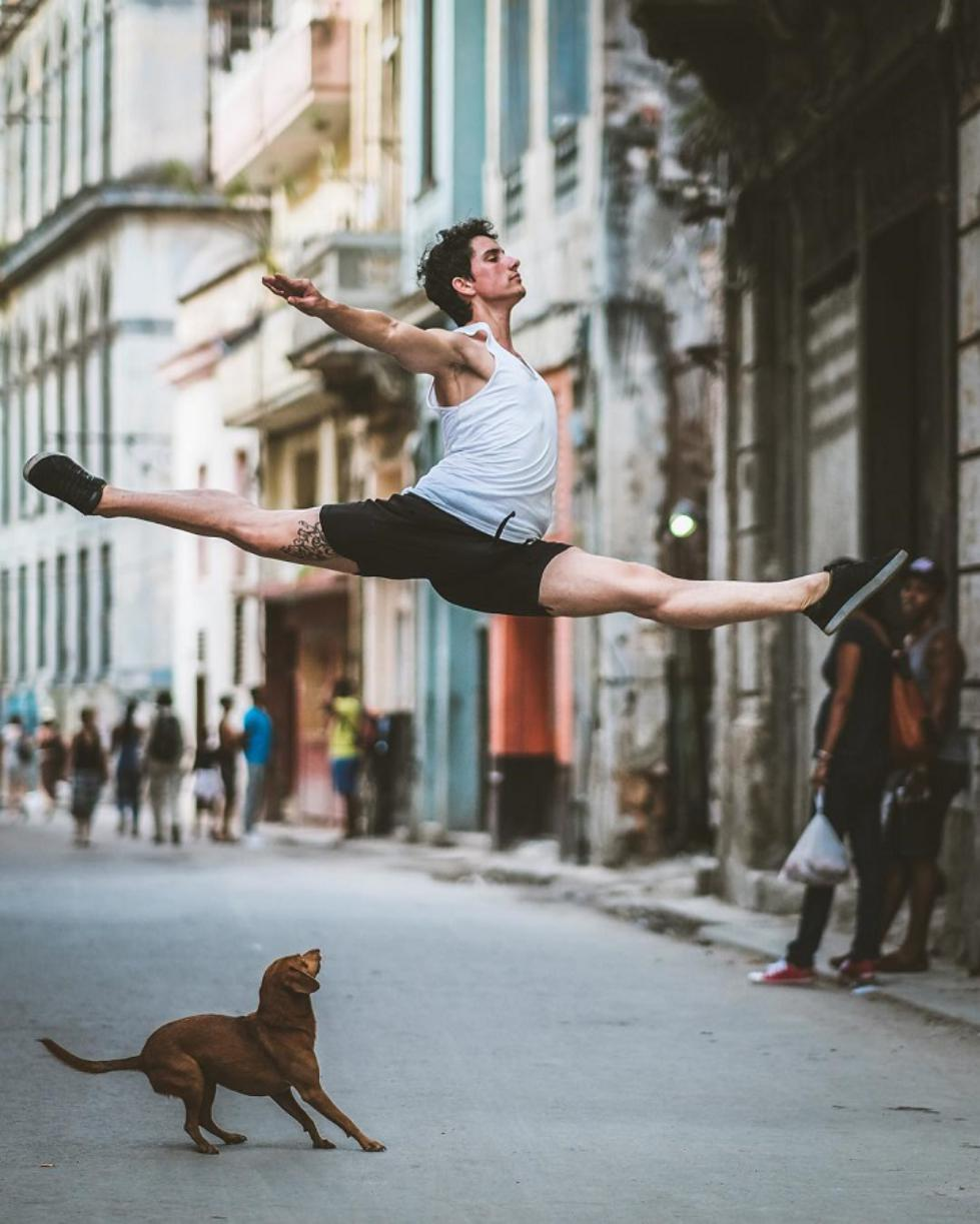 Ballet-Dancers-on-the-Candid-Streets-of-Cuba-5.jpg
