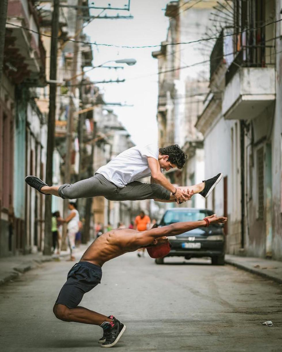 Ballet-Dancers-on-the-Candid-Streets-of-Cuba-3.jpg