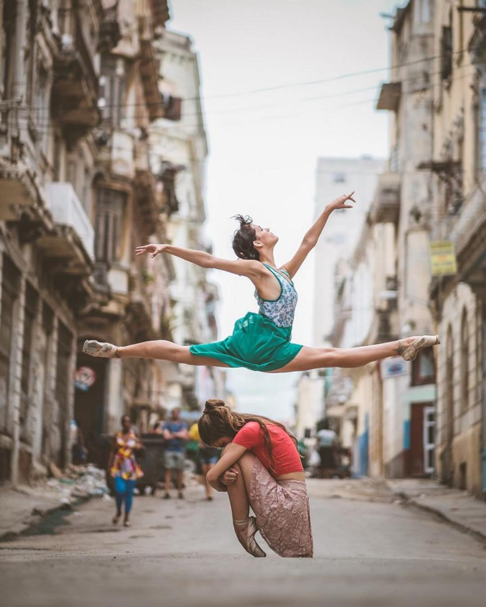 Ballet-Dancers-on-the-Candid-Streets-of-Cuba-1.jpg