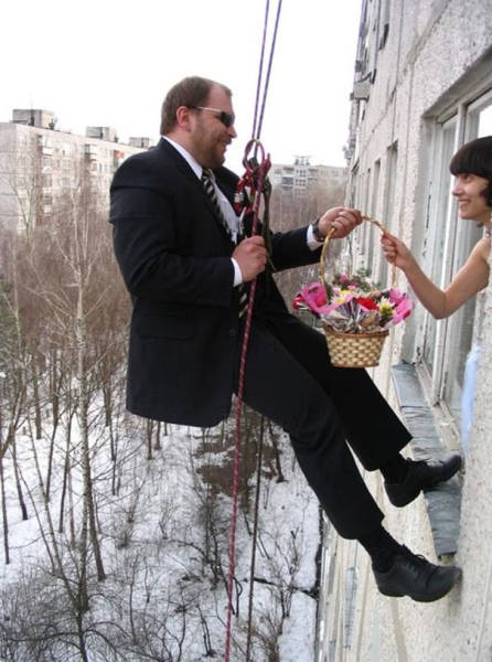 awkward_russian_wedding_photos_are_a_whole_new_level_of_wtf_640_30.jpg