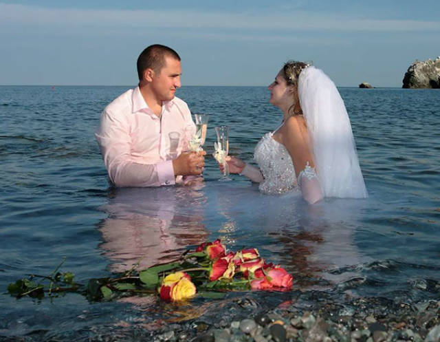 awkward_russian_wedding_photos_are_a_whole_new_level_of_wtf_640_40.jpg