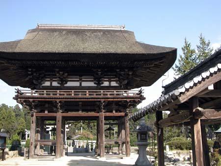 苗村神社桜門裏側
