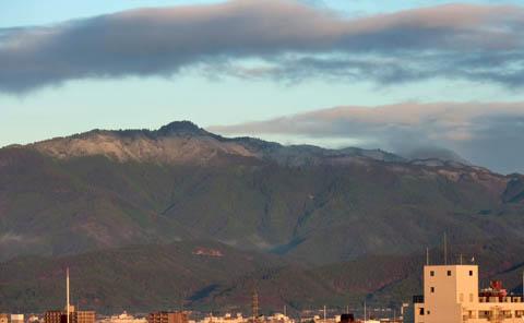 愛宕山の冠雪