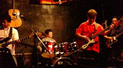 女性のドラム