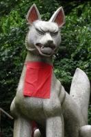 水稲荷神社の神使は狐です。