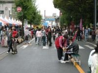 商工祭2日目は、明け方降っていた雨も上がりはっきりしないながらも人では多くなってきました。