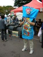 応援に駆けつけてくれた、うまい棒マンブルー。実は知り合いの戸田市民です。