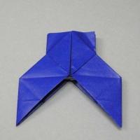 折り紙で折った袴です。