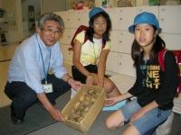 エコ・とだ・ネットワークが連携している芦原小学校にジャガイモのお届けです。