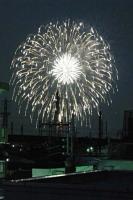 2009年8月1日に開催された第57回戸田橋花火大会の花火を屋上から撮影。