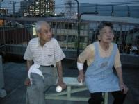 戸田橋の花火を見るときは屋上に運び座って見ています。