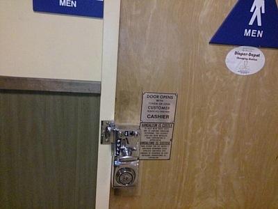 スーパー有料トイレ