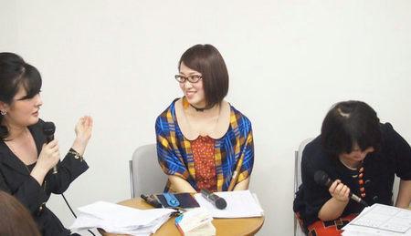 「川田伸子」のレビュー中。山本先生が大笑いされています。