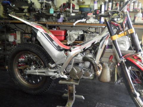 トライアルバイク エンジンガード取付部溶接修理!