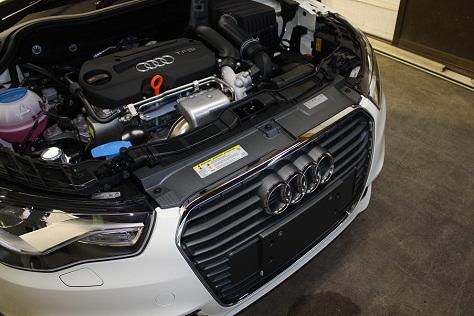 Audi A1 エンジンルーム