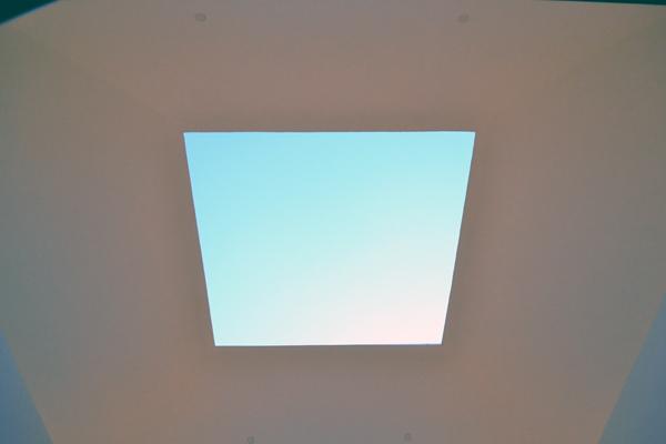 光の館-窓1