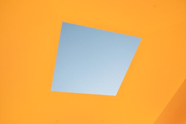 光の館-窓2