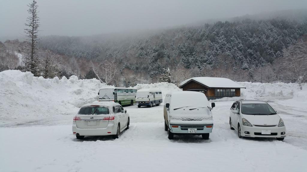 雪の積もる木戸池ガレージ