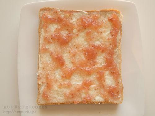 いちごジャムとバターのトースト。