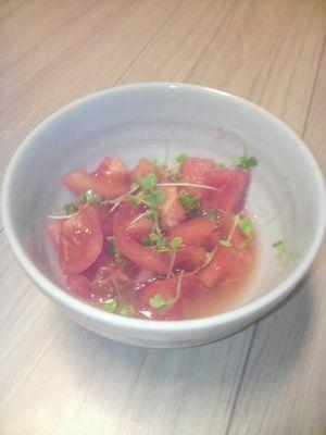 間引き菜トマトサラダ