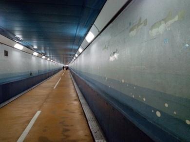 トンネル人道8