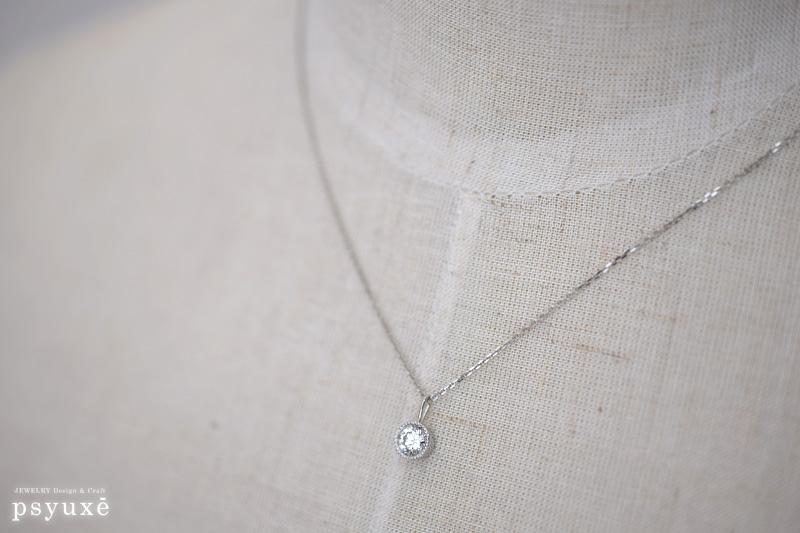 プラチナのミルグレインで留めたダイアモンドのネックレス
