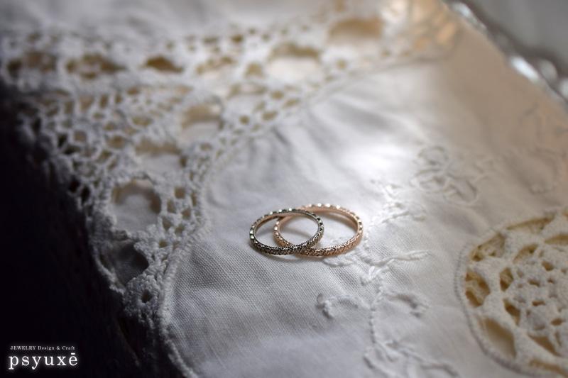 細い洋彫りの結婚指輪