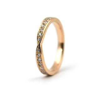 新婦様のK18ピンクゴールドとダイアモンドのマリッジリング