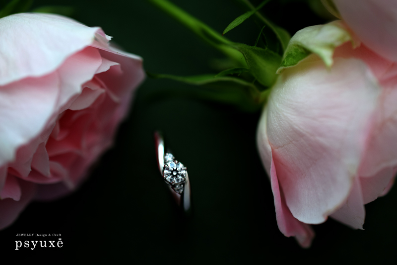 プラチナとダイアモンドの婚約指輪
