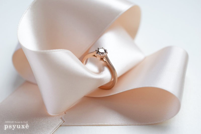 K18ピンクゴールドとブラウンダイアの婚約指輪
