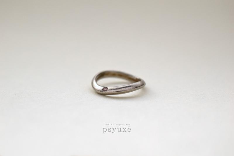 プラチナとピンクダイヤモンドのマリッジリング