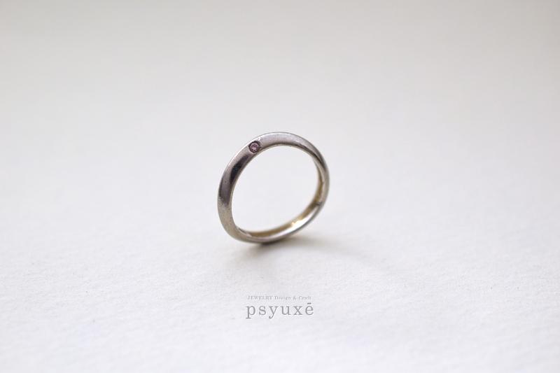 プラチナとピンクダイアモンドのマリッジリング
