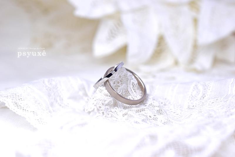 プリンセスカット・ダイアモンドと2色コンビのマリッジリング