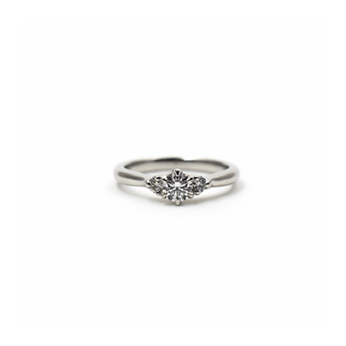 プラチナ・ダイアモンド・エンゲージリング(婚約指輪)