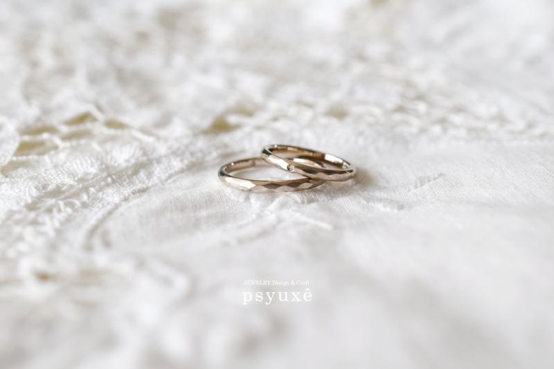 K18シャンパンゴールドとダイアモンドの結婚指輪