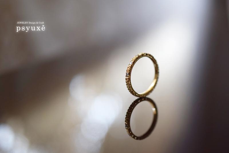 K18イエローゴールドとダイアモンドの洋彫りリング